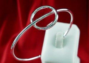 Bracelet jonc argent PHI fond rouge