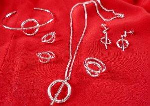 Collier bracelet bague BO argent fond rouge